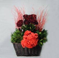 Basket of roses, willows & preserved hydrangea / Καλάθι με τριαντάφυλλα, κλαδιά & κερωμένη ορτανσία